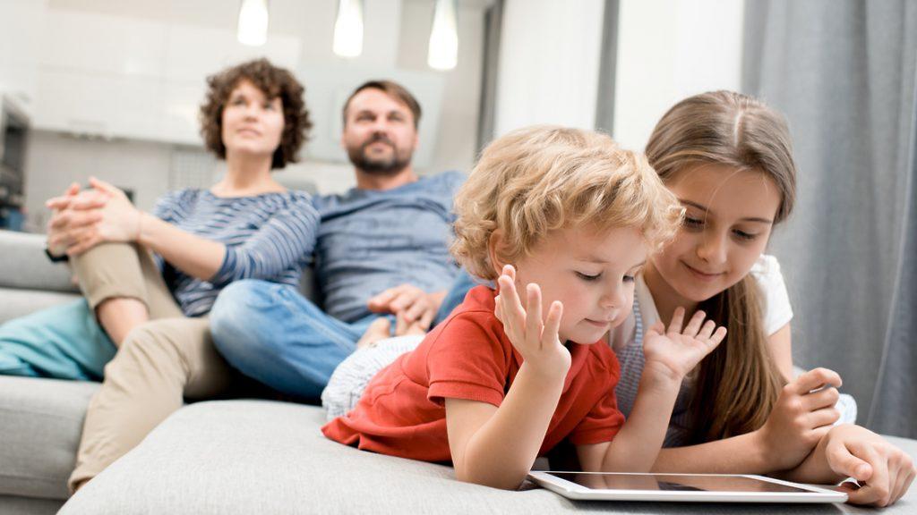 Гаджеты и дети: 5 шагов, которые помогут организовать экранное время правильно